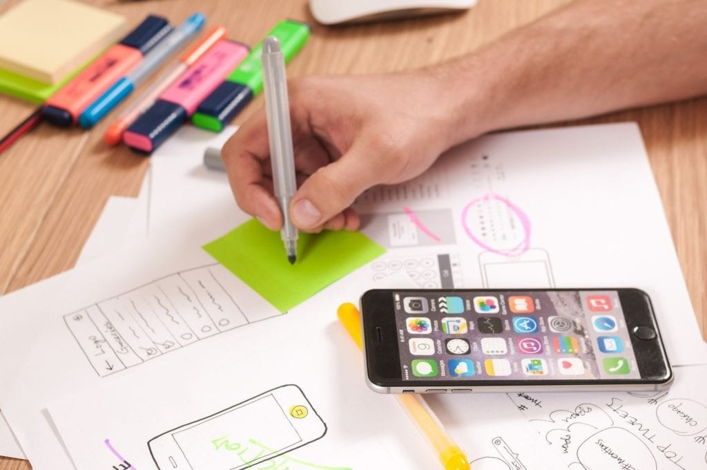 Smartphone and sticky notes, planning.